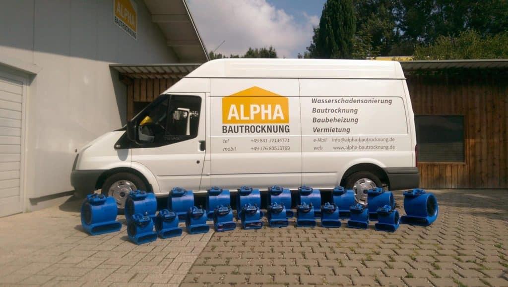 Transporter von ALPHA Bautrocknung mit Geräten